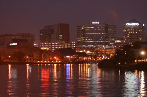 Night_skyline_of_Wilmington,_DE.jpg